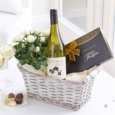 Luxury White Wine Gift Basket.